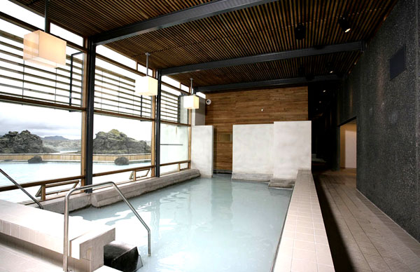 indoor-pool-stor