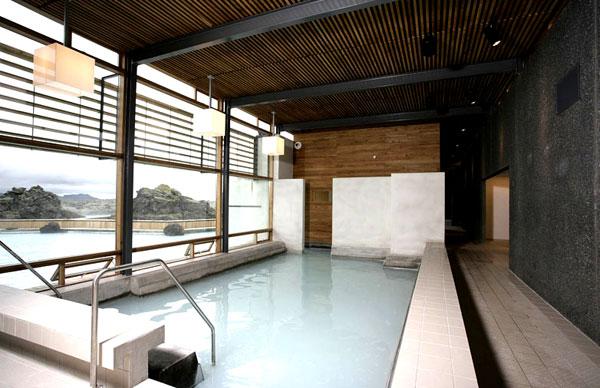 indoor-pool-stor